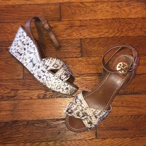 Tory Burch wedge ankle sandals snakeskin sz 7